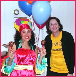 A Carmen Miranda singing telegram is a fun birthday singing telegram.  Delilah is dressed as Carmen Miranda and shakes her maracas for this singogram in nyc.